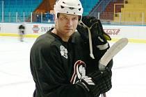 Útočník celku NHL Columbus Jiří Novotný bude jednou z hvězd, která se od zítřka představí v třídenním programu s názvem Víkend s odchovanci, kterou na podporu jindřichohradeckého mládežnického hokeje organizuje  KLH Vajgar.