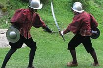 Landštejn žil Nočním divadelním vystoupením ze života středověkého hradu. Na snímku jsou přípravy na vystoupení.