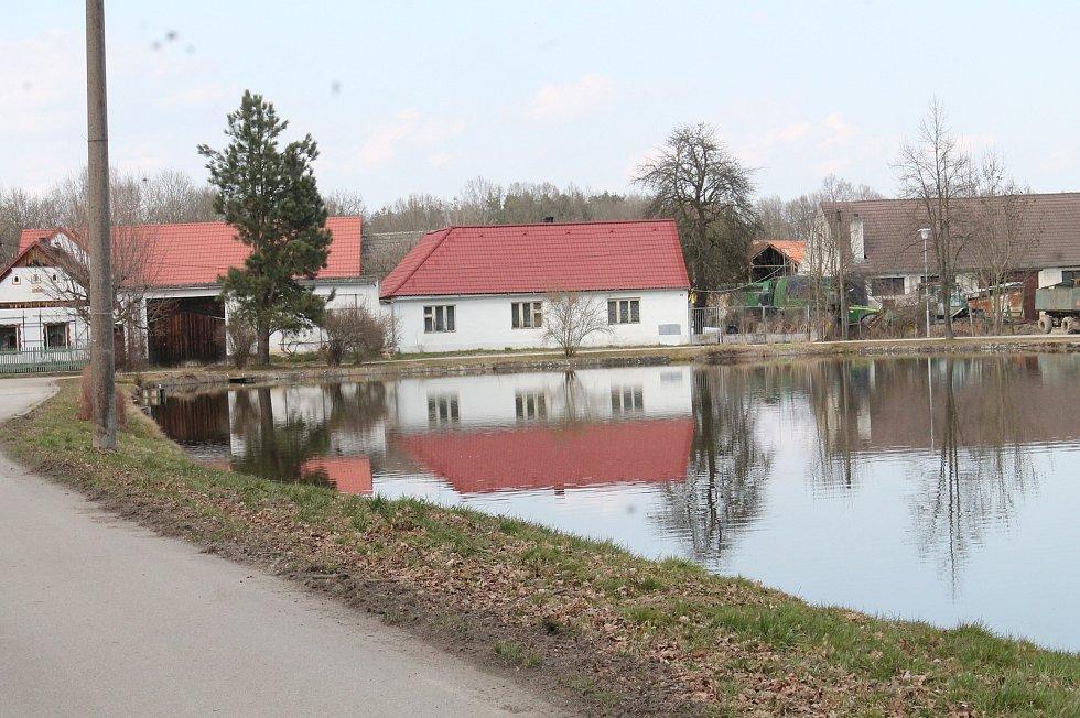 Záblatí je malá vesnice u Lomnice nad Lužnicí na Jindřichohradecku. Vesnici například navštěvuje i známá osobnost Leoš Mareš.