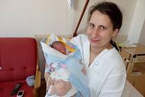 Tomáš Hrádek z Horních Dubenek se narodil 31. prosince 2013 Renatě Hrádkové. Vážil 3000 gramů.  Doma na něj čeká patnáctiměsíční sestřička Eliška.