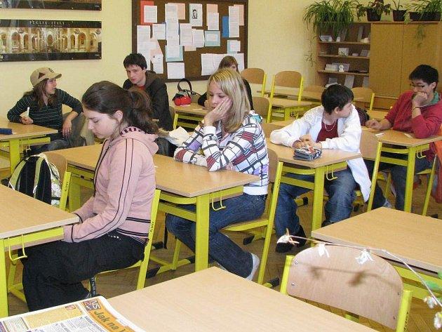 Čekání na přijímací zkoušky na jindřichohradecké gymnázium.