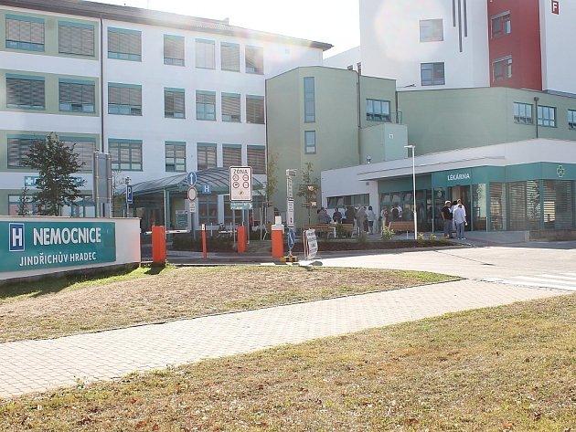 Nová výdejna léků u hlavního vchodu do jindřichohradecké nemocnice.