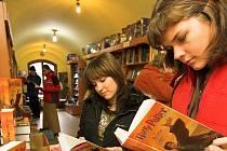 Nejoblíbenější četbou posledních let jsou knihy o kouzelnickém učni Harry Potterovi.