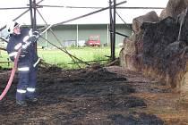 Požár skladu sena v Sedle.