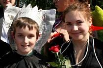 Pavel Mráček a Dominika Andrlová přispěli k výhře třeboňského Majálesu svým projevem.