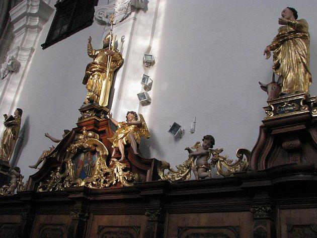 Zájemci mohou přijít na prohlídku kostela a křížové chodby s výkladem.