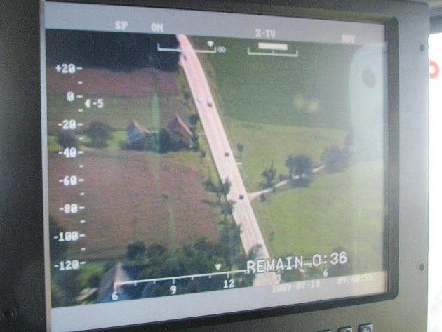 Při dopravně bezpečnostní akci policie byli v úterý řidiči na Jindřichohradecku kontrolováni ze země i ze vzduchu.
