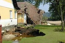 Povodně 2002. Zničený dům v Majdaleně na Třeboňsku.