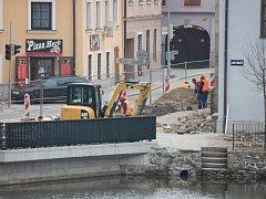 Stav rekonstruce Václavské ulice v úterý 14. března. Další etapa prací směrem k Mlýnské ulici začne ve čtvrtek 16. března.