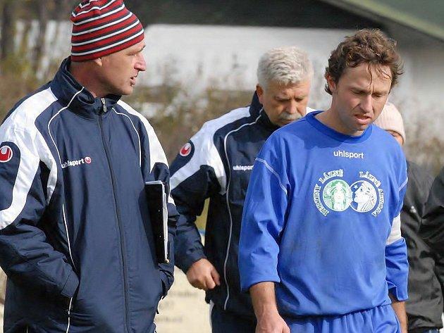 Ještě na podzim  patřili trenéři Miroslav Wolf (vlevo) a Jan Marek (vzadu) i středopolař Evžen Vohák neodmyslitelně k fotbalové Třeboni. Teď je vše jinak. Trenéři skončili,  hráč je v Rakousku.
