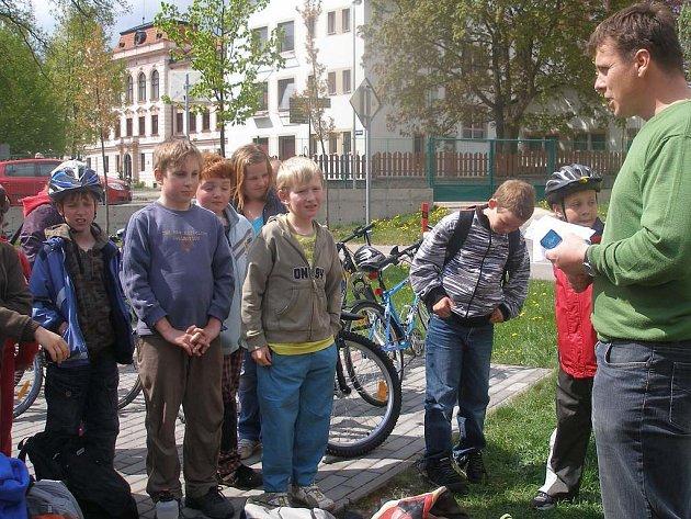 Děti na třeboňském dopravním hřišti absolvovaly výuku o bezpečném chování na silnicích.