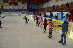Školu bruslení v novém školním roce zahájili žáci druhých tříd z jindřichohradecké 5. základní školy.