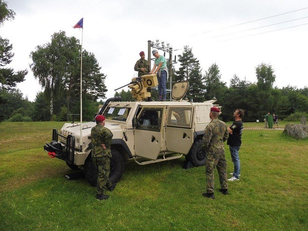 V sobotu 17. července mohla veřejnost hromadně navštívit areál vojenské střelnice v Lomech.