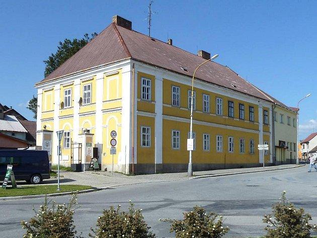 Pohled na zámeček ve Studené, kde se v lednu otevře azylový dům Rybka.