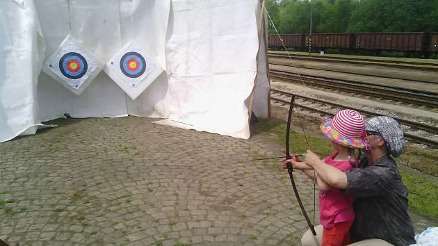 Napnutou tětivu a dostatek šípů budete potřebovat v obci Kačlehy na Jindřichohradecku.