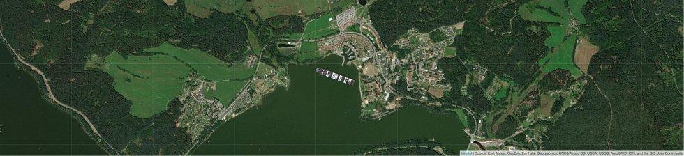 Jaké místo by obří kontejnerová loď Ever Given zabrala v Lipně nad Vltavou?