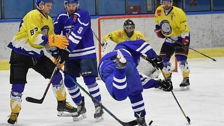 Hokejisté Vimperku v krajské lize doma podlehli Veselí nad Lužnicí 6:8.