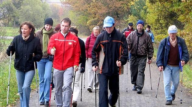 Sportovní terapie v podobě techniky Nordic -Walking.