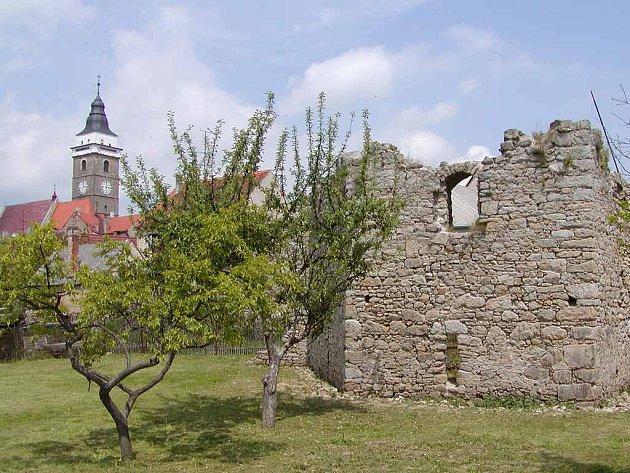 Jihovýchodní bašta ve Slavonicích se dočká opravy.