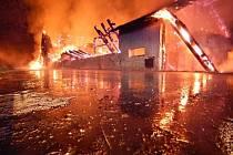 Požár bývalého prasečáku u Branné u Třeboně.