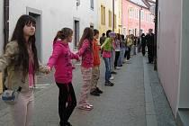 Třeboňáci oslavili Den Země opět po svém, a to vytvořením rekordního kola okolo Třeboně. Účastnili se jej zejména školáci základních škol společně se svými pedagogy.