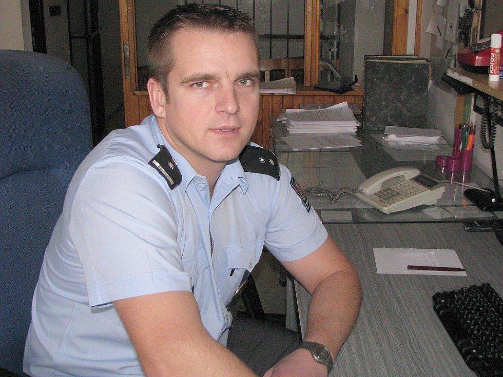 Policista Radim Šťastný z Obvodního oddělení Policie ČR ve Studené zachránil kolegovi život.