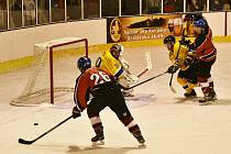V 5. kole krajské ligy podlehly Strakonice doma Jindřichovu Hradci 4:5 v prodloužení.