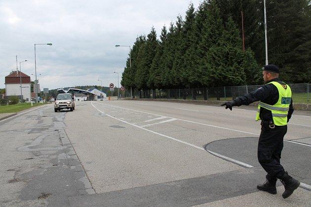Kontroly na hraničním přechodu v Nové Bystřici.