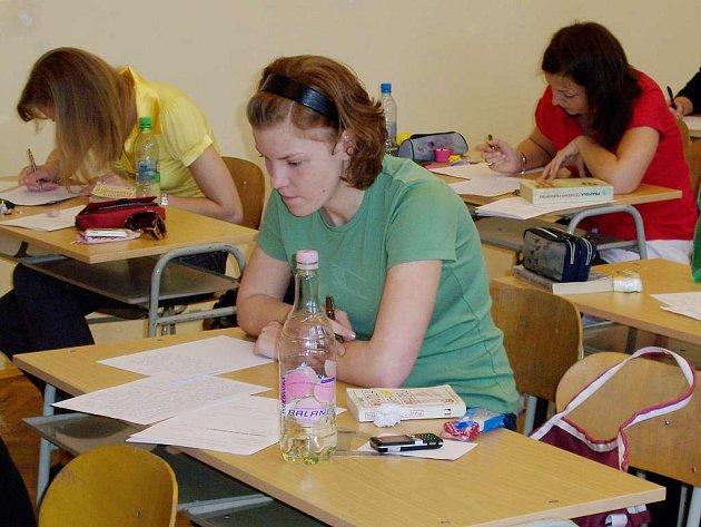 Studenti jindřichohradeckého gymnázia psali maturistní písemky z čestiny.