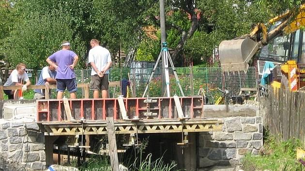Rekonstrukce otínského mostu. Ilustrační foto.
