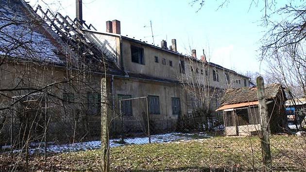 Ničivý požár bytového domu v Jemnici.