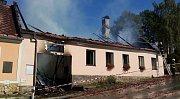 Požár střechy domu v Kunžaku Velkém Podolí.