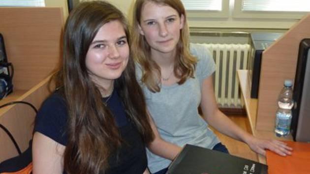 Studentky Michaela Kotrčová a Anita Sedláková z hradecké obchodní akademie uspěly v manažerské soutěži.