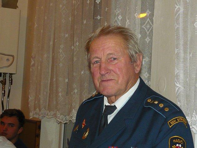 Jan Frantík oslavil nedávno 79.narozeniny. Při této příležitosti starosta Stříbřece Jan Zimmel ocenil jeho činnost ve sboru dobrovolných hasičů.