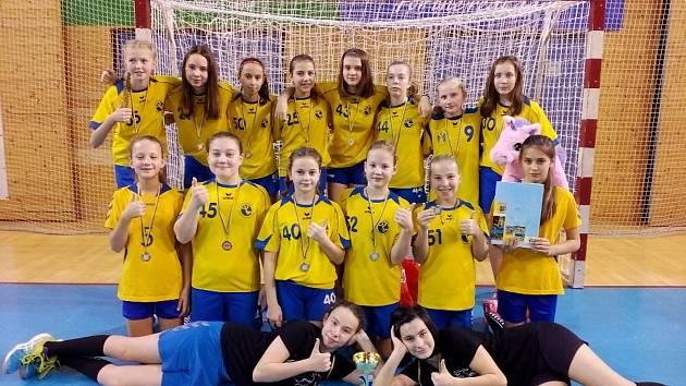 Jindřichohradecké mladší žákyně obsadily na domácím turnaji druhé místo.