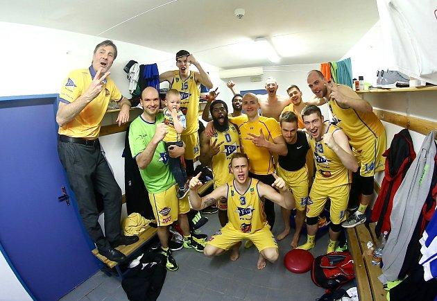 Hradecká Basket Fio banka v úvodním kole play-out zdolala USK Praha 95:78.