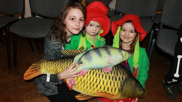 Na sobotní dopoledne připravili pracovníci Domu dětí a mládeže zJindřichova Hradce dětský karneval.