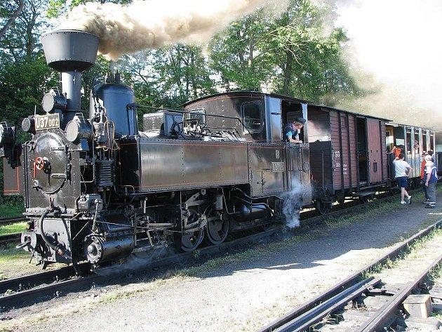 Momentálně jezdí na úzkokolejce Jindřichohradeckých místních drah pouze tato parní lokomotiva. Ostatní jsou v opravě.