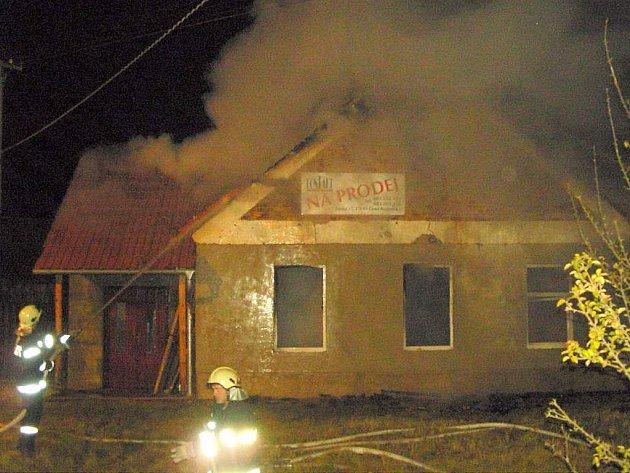 Požár bývalé hospody v Halámkách.
