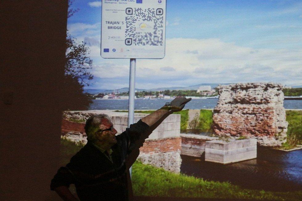 Přednášku o archeologii vedl Vladislav Burian z Muzea Jindřichohradecka.