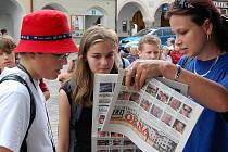 Zábavnému odpoledni s Jindřichohradeckým deníkem včera v Třeboni počasí vůbec nepřálo a program po debatě se starostou města Janem Váňou předčasně ukončila bouřka. Nejvíce zklamané byly děti, které se těšily na pěveckou  soutěž ve stylu Carusoshow.