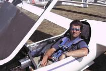 Plachtař Martin Picka ve větroni.