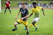 Fotbalová divize by se měla znovu rozjet koncem ledna. Bude v hradeckém dresu pokračovat i ghanský stoper Michael Amaglo?