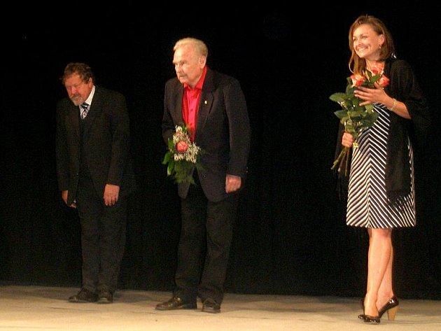 Vzpomínkový program vytvořil pro diváky herec Luděk Munzar společně s herci plzeňského divadla.