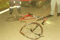 Noční srážka auta s cyklistkou u Suchdola nad Lužnicí.