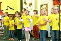 Vystoupení žáků základní školy.