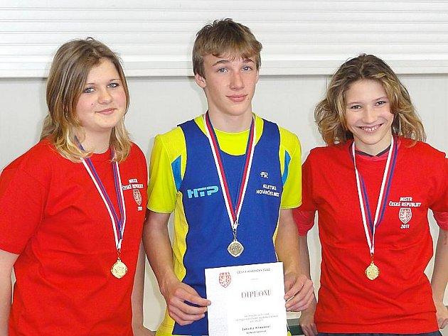 Úspěšní atleti z Nové Včelnice: zleva Kateřina Jelínková, Jakub Kraus a Pavla Vodičková.