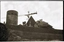 Opravy zámku v prosinci roku 1987.