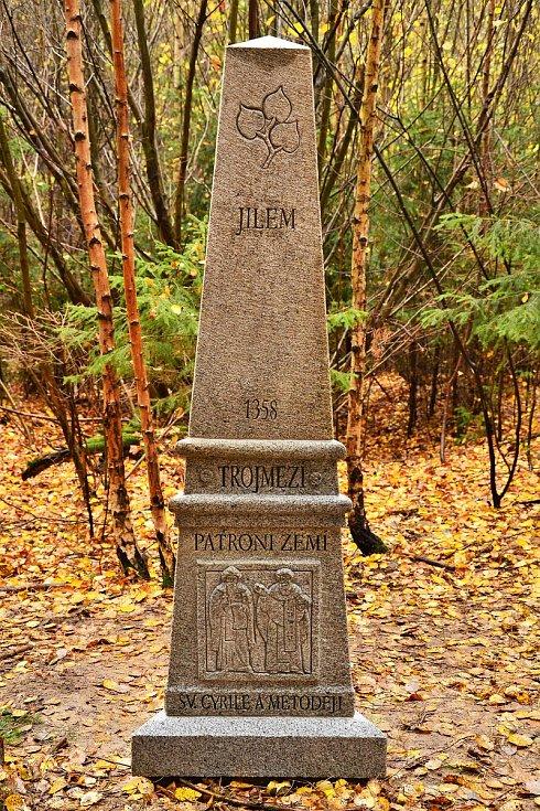 Památník Trojmezí symbolizuje spolupráci a setkávání tří sousedních obcí - Horní Němčice, Horní Meziříčko a Jilem.
