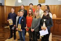 Mladí sportovci z Jindřichova Hradce dostali ocenění za své úspěchy z rukou vedení města.
